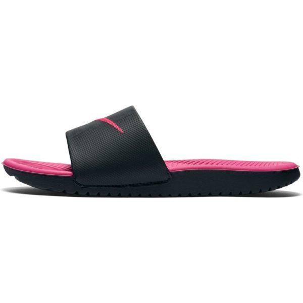 Šlapky Nike Kawa Slide GS/PS 819353-001 Black/Pink čierno-ružové, ďalšia super ponuka značky NIKE. Zvršok - ekologická koža - ekologická koža, v priebehu nosenia sa ľahko prispôsobuje tvaru chodidla,vďaka čomu sú šľapky komfortnejšie. Vo vnútri topánok textil. Absorbčná vložka vo vnútri (materiál ) chráni chodidlo pred šmykom. Podrážka: vysokokvalitný materiál, izoluje od podlahy. Model vybavený technológiou SolarSoft, Squeeze Me. Tento jednoduchý strih ľahko udržateľný v čistosti ,je vhodný na teplé dni . Štýlové čierno-ružové prevedenie. Juniorske šlapky Nike Kawa Slide. Ak hľadáte pohodlné šlapky, ktoré by sa hodili k vode i na bežné nosenie do mesta, potom sa vám iste budú hodiť tieto.