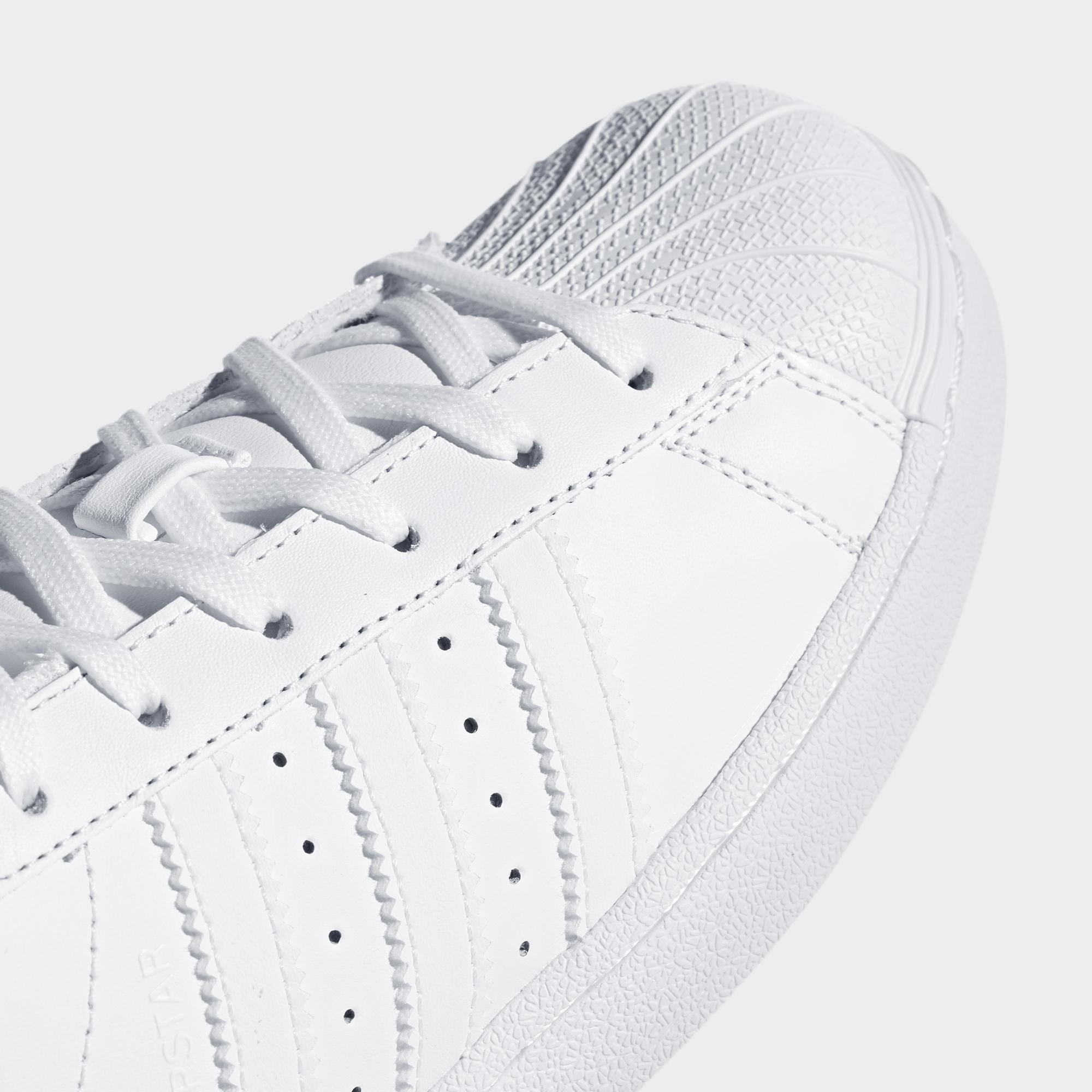 Tenisky Adidas Superstar sú skrátka klasika a čas im na štýlovosti rozhodne  neubral. Čestné miesto e427c78e4aa